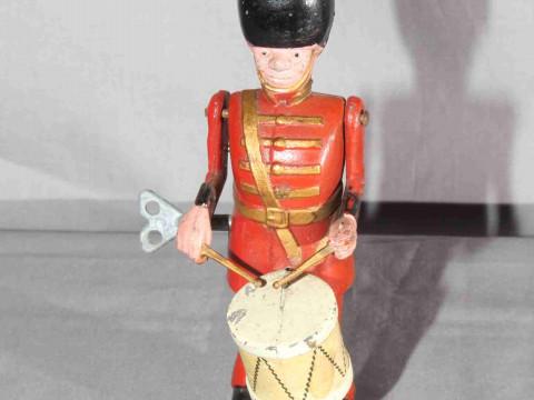Moko Clockwork die-cast Drumming Guardsman.   Excellent clockwork motor...