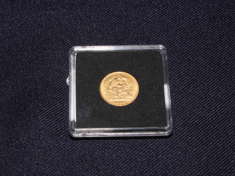 1904 Edward VII gold half sovereign. In capsulated casing. With COA No....