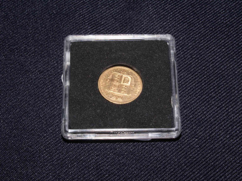 1885 Queen Victoria gold half sovereign. In capsulated casing with COA...