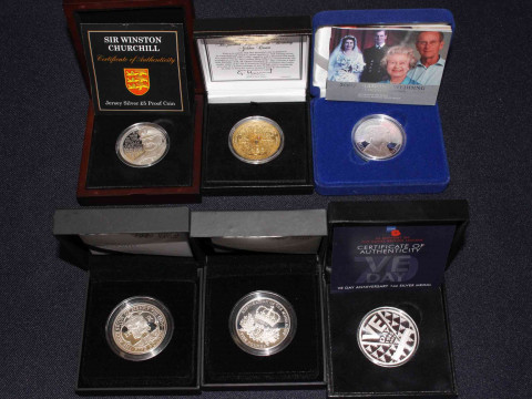 Collection of silver coins in boxes with COAs inc Royal Mint 2007 Diamond...
