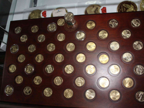 A very nice selection of gold plated USA coins. Inc: Giant $25 dollar...