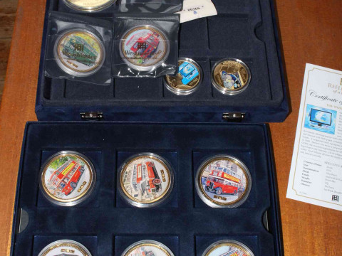 Large collection of gold plated and other coins, capsulated in presentation...