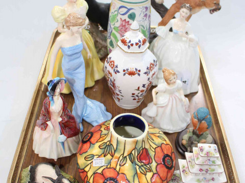 Tray lot with four Royal Doulton figures, two wildlife pieces, Poole vase,...